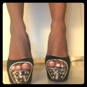 Black spiked pumps